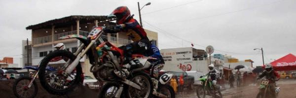 Espectacular Cierre de Motocross en el marco de las Fiestas de Santa Ana