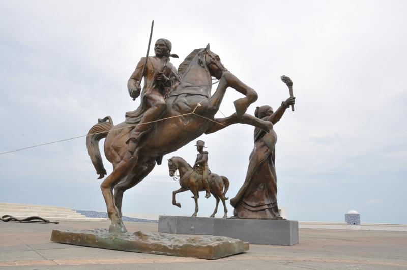 Exhibe Ayuntamiento de Veracruz esculturas de los Héroes de la Independencia