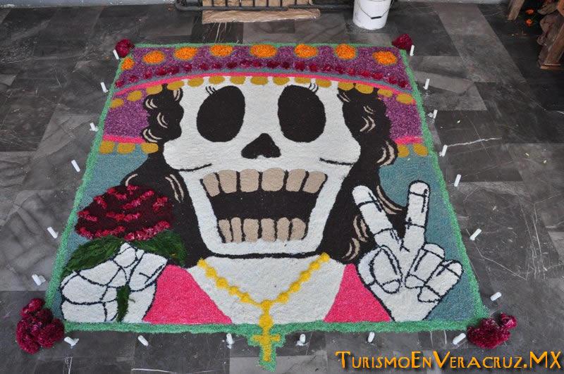 """Presenta Ayuntamiento de Veracruz exposición de ofrendas y tapetes con motivo del """"Día de Muertos"""""""