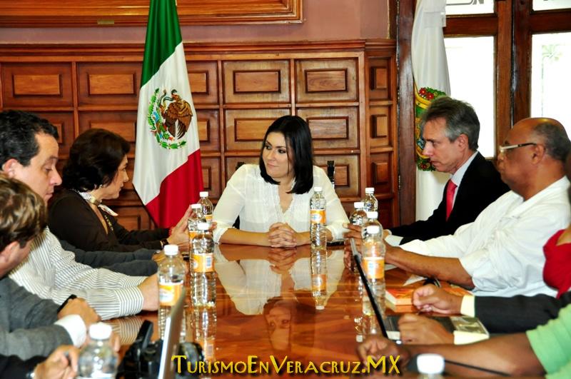 Recibe Carolina Gudiño Corro a delegación brasileña que participará en el Carnaval 2012