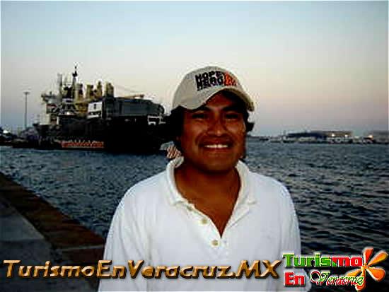 Presentan poemario Xochitlikonextlauil, del veracruzano Sixto Cabrera González