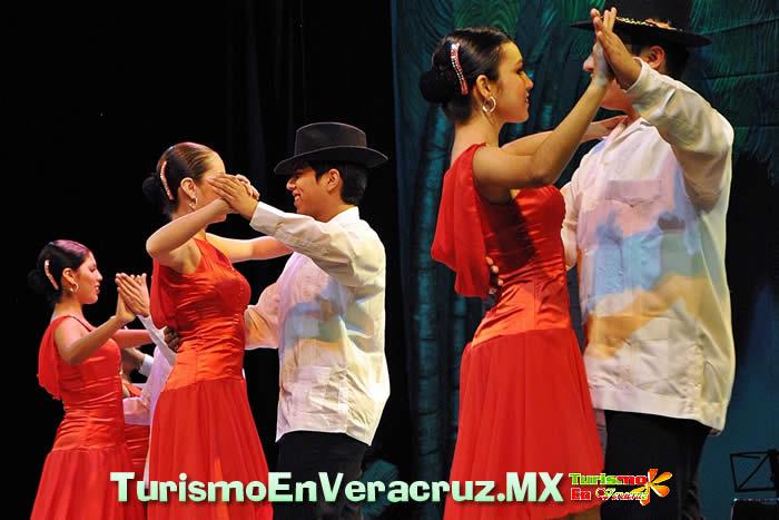 Premia DIF a los mejores bailarines en el Encuentro Estatal de Danzón