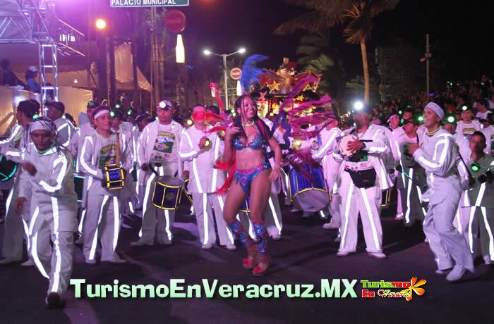 """La fiesta continúa con el """"desfile familiar"""" en el Carnaval de Veracruz 2012"""