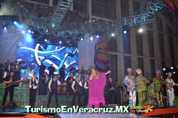 """Coronan a """"Marmiko I"""", Rey del Carnaval de Veracruz 2012"""