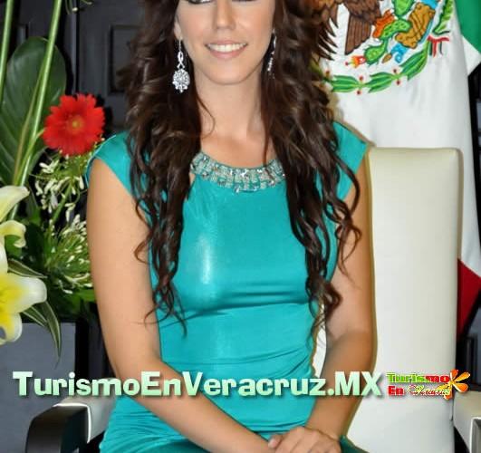 Impone Carolina Gudiño banda a Nuestra Belleza Puerto de Veracruz