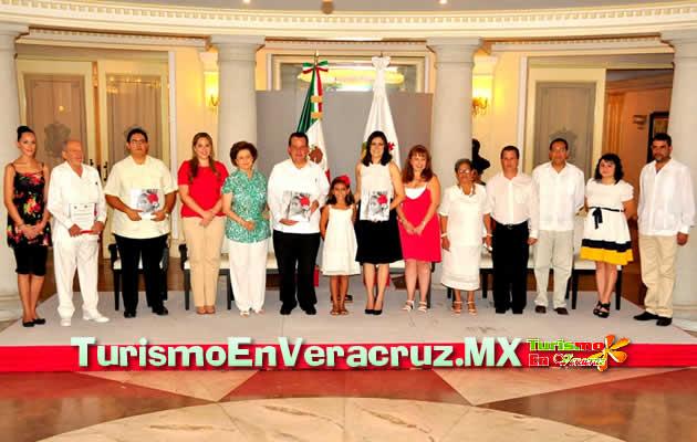 """Presentan Carolina Gudiño y Harry Grappa el libro """"Son y Danzón en Veracruz"""""""