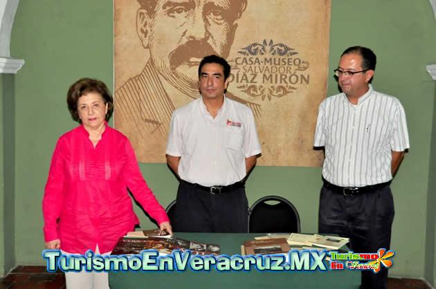 """Inaugura Ayuntamiento con gran éxito el """"Primer Bazar Municipal de Literatura Veracruzana"""""""