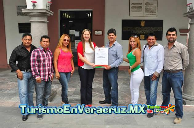 """Entrega Ayuntamiento de Veracruz reconocimiento a la agrupación """"Nativo Show"""" por sus 39 años de carrera artística"""