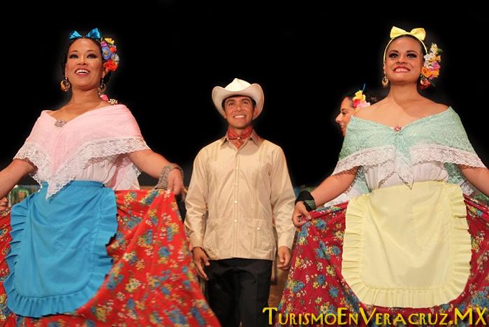 """""""Arriba la Huasteca….Vive el Huapango"""" En El Ágora De Xalapa"""