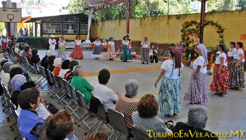 Celebran tradiciones mexicanas en La Quinta de las Rosas