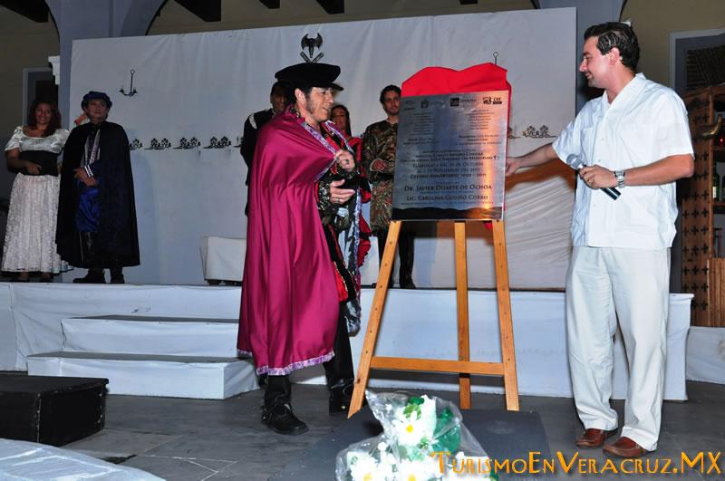 """Devela Ayuntamiento de Veracruz placa conmemorativa por la obra """"Don Juan Tenor y/o"""""""
