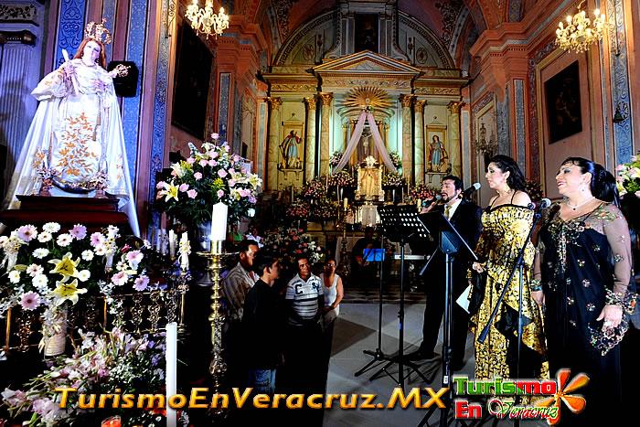 Cantan artistas internacionales Las Mañanitas a Virgen de la Candelaria