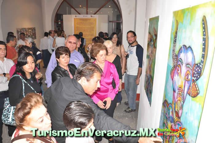 Inaugura Secturc exposiciones Sincretismo carnestolendo y Los gigantes del carnaval