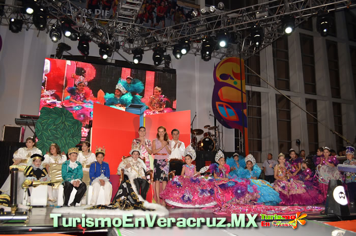 Coronan a los Reyes Infantiles del Carnaval 2012