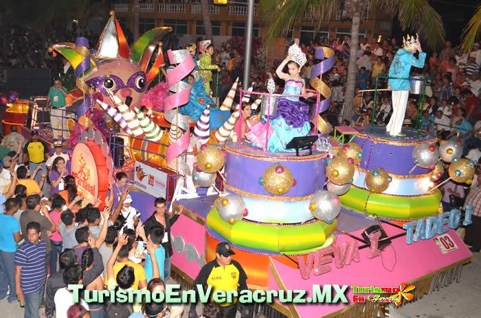Inician los Desfiles por el Boulevard de Veracruz