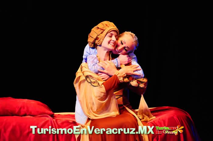 """""""Romeo y Julieta"""" conmueve a la audiencia veracruzana"""