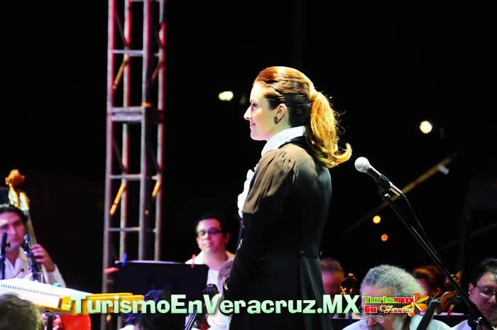 Abarrota Alondra de la Parra la Macro Plaza de Veracruz
