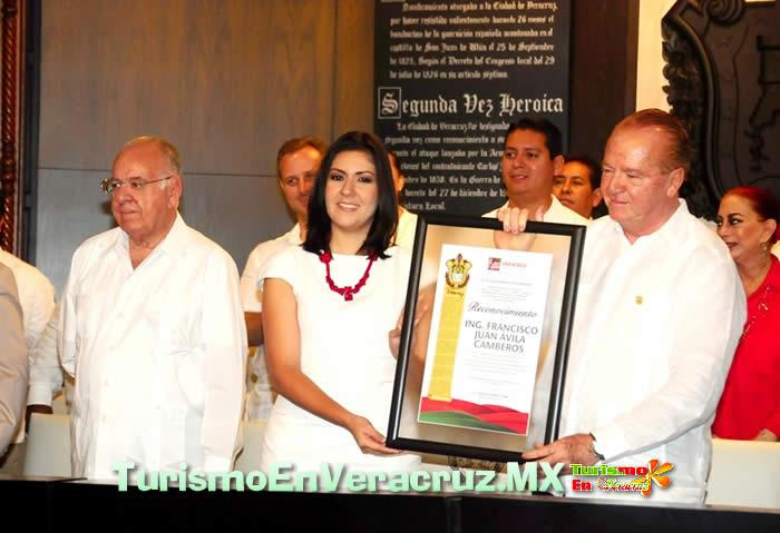 Finalizan festejos del aniversario de la Ciudad de Veracruz con una Sesión Solemne de Cabildo