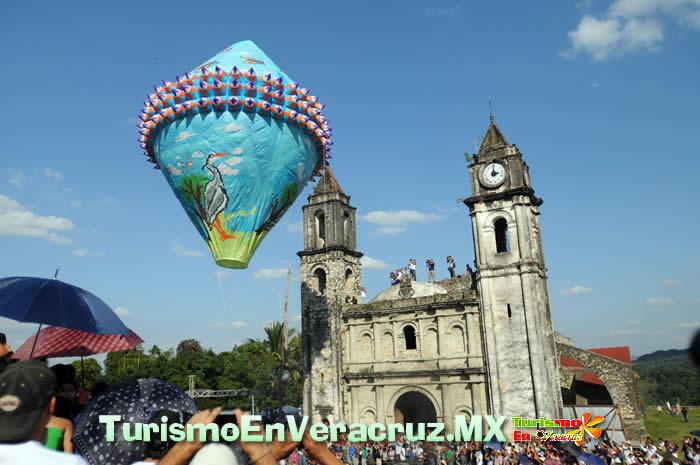 Más de 20 mil turistas diarios en el Festival de Globos de Zozocolco