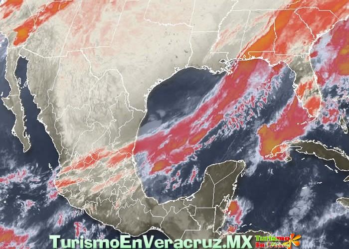 Nublados y lluvias en zonas costeras; lloviznas y nieblas en montañas