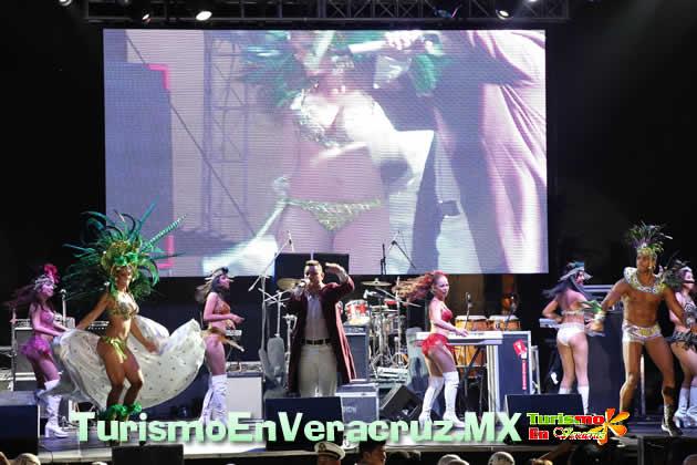 Disfrutan turistas del Carnaval de Veracruz 2013