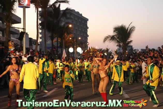 Concluyen con gran éxito los tradicionales paseos del Carnaval de Veracruz 2013
