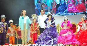 Coronan a Los Reyes Infantiles Del Carnaval De Veracruz 2013
