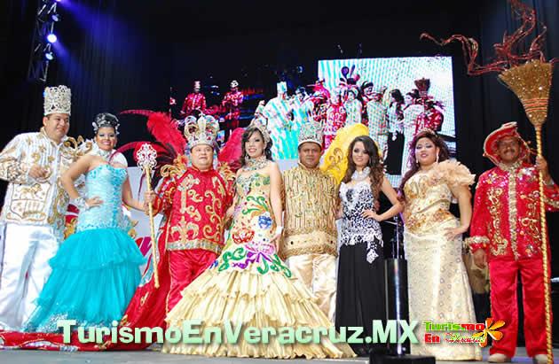 """Coronan a """"Chacharitas I"""" Rey Del Carnaval de Veracruz 2013"""