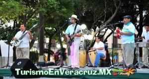 Se presenta el Grupo Juvetud Sonera en el Zócalo de Veracruz