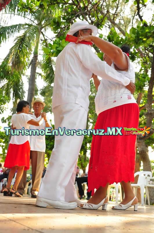 Con gran éxito, realiza Ayuntamiento de Veracruz Gala de Danzón en el Parque Zamora