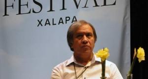 Presenta Alejandro Hernández su libro Amarás a Dios sobre todas las cosas en el Hay Festival Xalapa