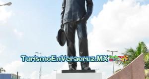 Recuerdan autoridades del Ayuntamiento de Veracruz aniversario luctuoso de Agustín Lara